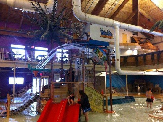 Surfari Joe's Indoor Wilderness Water Park : Kids Play area.