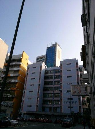 Cosmo Hotel Hong Kong: Es el edifico más alto detrás del primero que hay en blanco..
