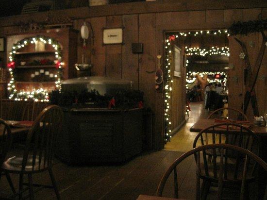 Log Jam Restaurant : Back room where we were seated near the fireplace