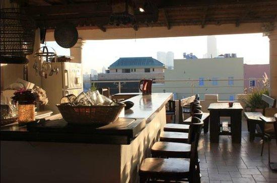 Old Jaffa Hostel: rooftop terrace / breakfast area
