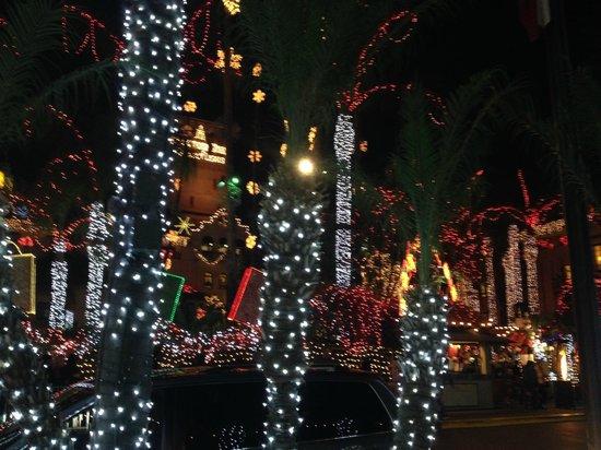 Mission Inn Restaurant: The Christmas Lights at the Mission Inn