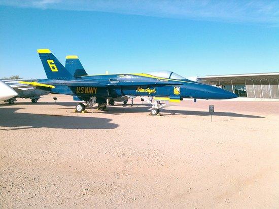 Pima Air & Space Museum : angeles azules