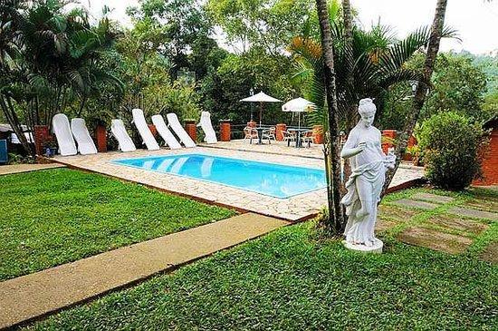 Hotel Mirante Do Penedo: Área da piscina