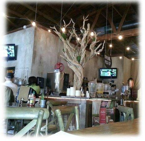 Bon Vivant Market & Cafe: Bon Vivant Interior