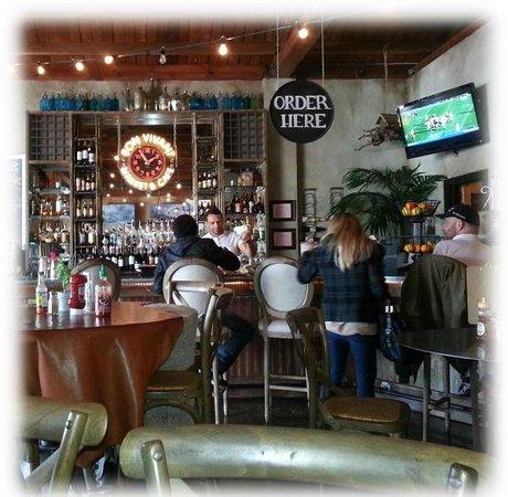 Bon Vivant Market & Cafe: Bon Vivant Bar