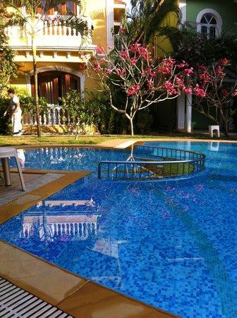 Joie de Vivre Goa: Pool and villa