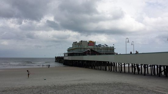 Perry's Ocean Edge Resort: Take a walk on the pier...You will enjoy it!