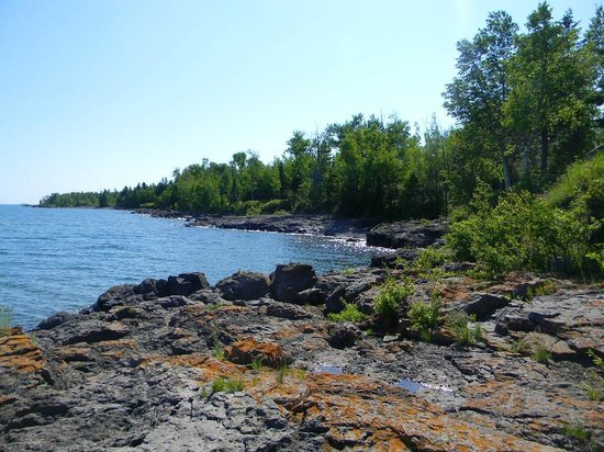 Bob's Cabins on Lake Superior's North Shore: rugged shore