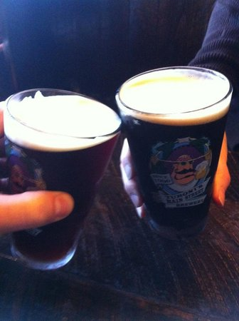 Turoni's Pizzery & Brewery : Cheers!