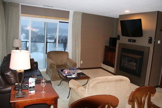 Deerhurst Resort: Living room
