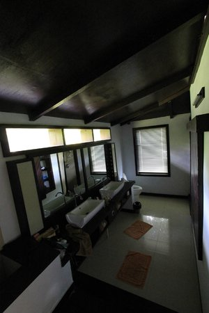 Kalinaun Resort - Lembeh & Bangka: Bathroom