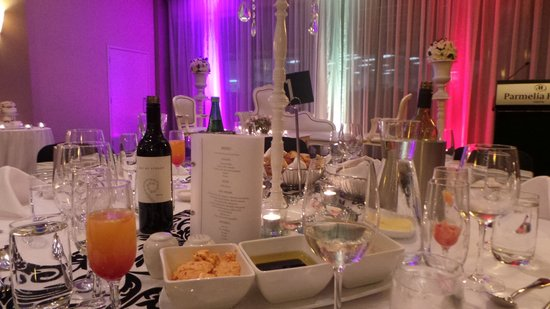 Parmelia Hilton Perth : Wedding table setting
