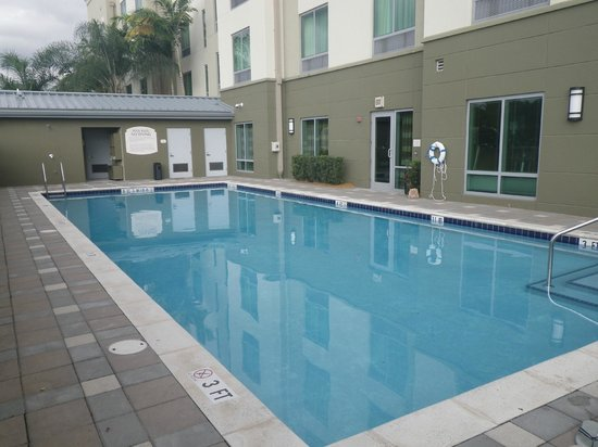 Fairfield Inn & Suites Fort Lauderdale Airport & Cruise Port: Pool