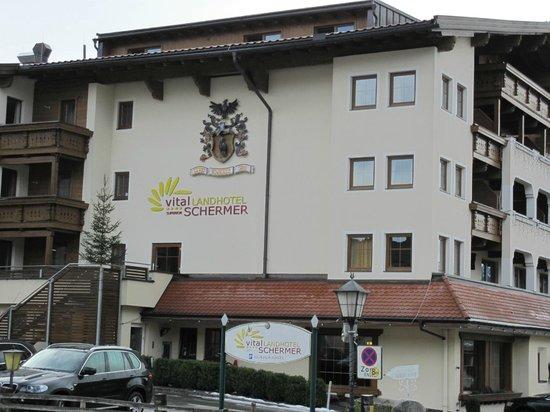 Hotel Schermer: Aanzicht hotel bij aankomst