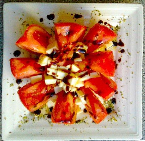 Zurito Cafe Bar: Tomates aliñados con queso blanco