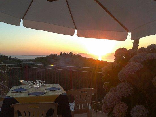 Villafranca Tirrena, Itália: Il nostro terrazzo sul mare...