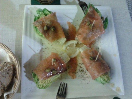 Zurito Cafe Bar: Cogollos con salmón y alcaparras