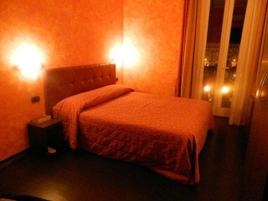 Pisolo Resort: chambre 1 vue sur la place