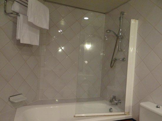 Hotel Macia Alfaros : bathroom