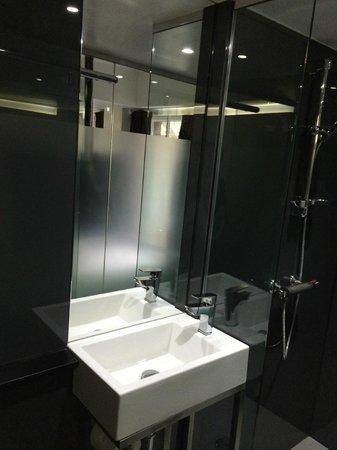 The Z Hotel Soho: bathroom