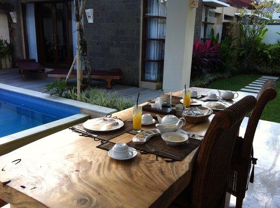 Lumbini Luxury Villas and Spa: Breakfast for 2 served in the villa