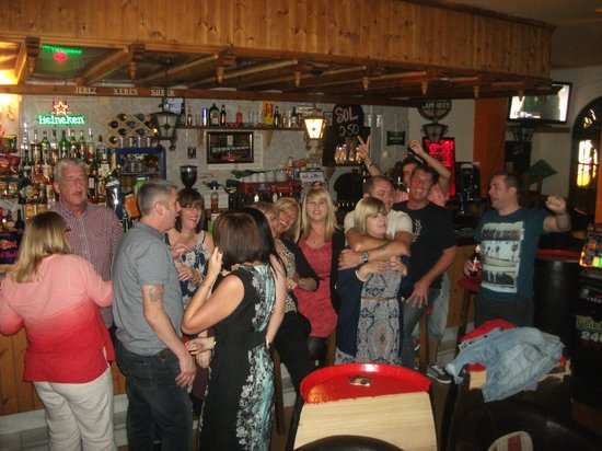 Marconfort Beach Club Hotel : Everyone at Rickys