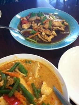 thai wok in & carry out: Peanut Cashew Chicken/ Red Curry Chicken
