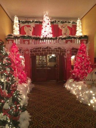 Hotel Colorado : Holiday lights one main floor