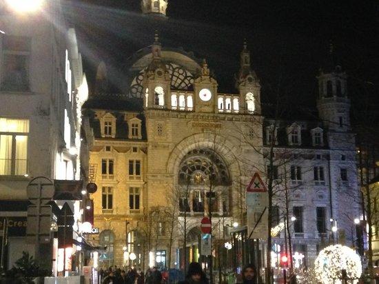 Grote Markt van Antwerpen: Great Little City.