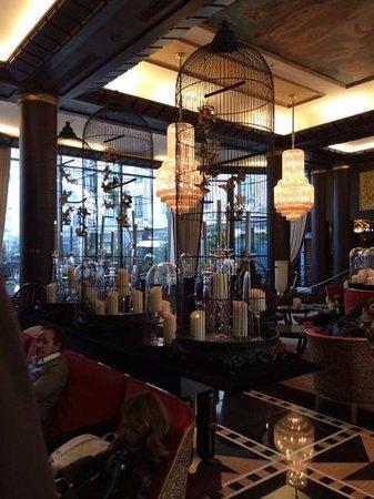The Hotel du Collectionneur Arc de Triomphe: lobby area