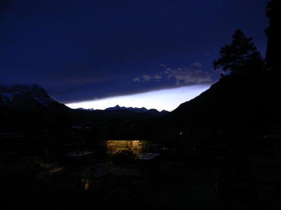Landhotel & BergGasthof Panorama : Dämmerung aus dem Fenster gesehen