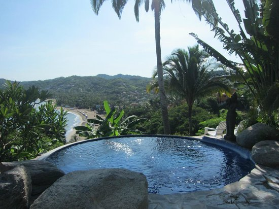 Casa Kukana: view of beach from the pool