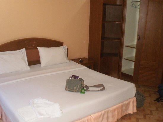 Baan Natacha Beachfront Guesthouse : chambre