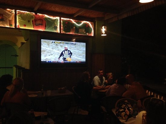 Joe's Rum Hut: Watching a Snow Game in GB on STJ.