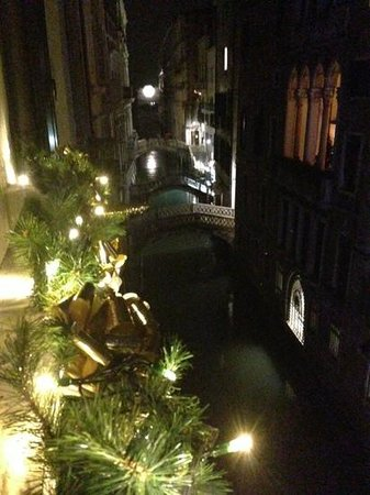 Hotel Colombina: canal view