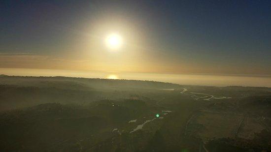 California Dreamin' Balloon Adventures : A lil fog made for brilliant sunset,..