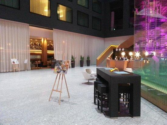 Radisson Blu Hotel, Zurich Airport: Lobby