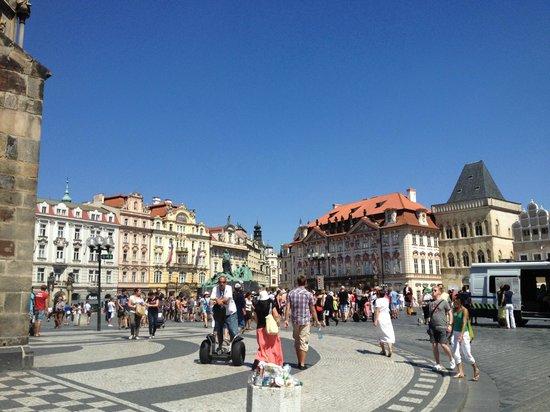 Rathaus und astronomische Uhr (Orloj): What a great deal this City is.