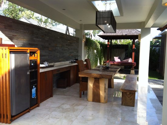 Lumbini Luxury Villas and Spa : Outdoor living and kitchen