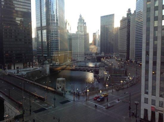 Renaissance Chicago Downtown Hotel: Chicago River, Trump & Tribune buildings