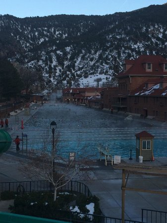 Glenwood Hot Springs Pool: the pool during the day.