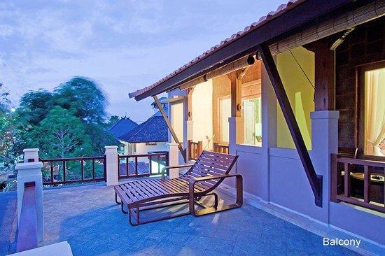 Puri Rama Homestay: Balcony