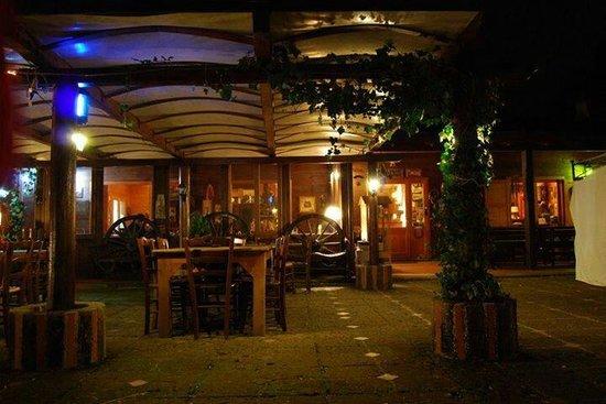Il Baglio Country Village: Foto ristorante notte