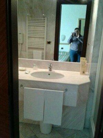 bagno super moderno - picture of hotel terme internazionale, abano ... - Bagni Super Moderni