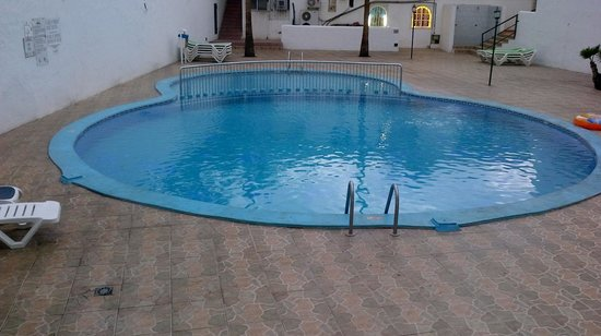 Parque Cattleya Apartments: Filthy pool
