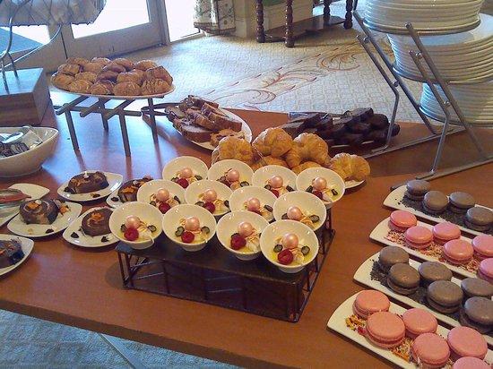 Hilton Lake Las Vegas Resort & Spa : Pastries at breakfast