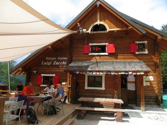 Rifugio Alpino Luigi Zacchi: Facciata