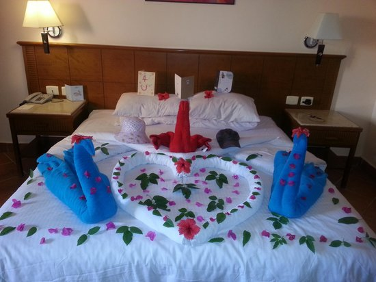 Sea Gardens: Decorated bed for hubby's birthday