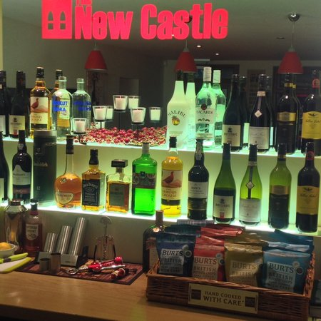 The New Castle: Wine bar