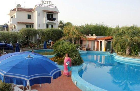 Hotel  Providence Terme & Spa: la grande piscina aperta